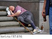 Купить «Бомж», фото № 97616, снято 30 июня 2007 г. (c) Чеботарев Григорий Владимирович / Фотобанк Лори