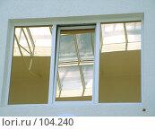 Купить «Окно в небе. Отражение одного окна в другом окне.», эксклюзивное фото № 104240, снято 25 июня 2018 г. (c) Александр Тараканов / Фотобанк Лори