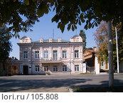 Купить «Дом купца Кирюнина в обрамлении листвы, г. Новочеркасск», фото № 105808, снято 28 июля 2006 г. (c) Борис Панасюк / Фотобанк Лори