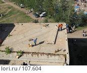 Купить «Пиротехники готовятся к салюту», фото № 107604, снято 25 августа 2007 г. (c) Геннадий Соловьев / Фотобанк Лори