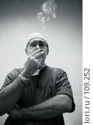 Купить «Курящий врач», фото № 109252, снято 8 ноября 2006 г. (c) Морозова Татьяна / Фотобанк Лори