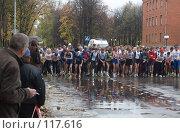 Купить «Массовый легкоатлетический забег на городских улицах. Ожидание старта», фото № 117616, снято 7 октября 2007 г. (c) Антон Алябьев / Фотобанк Лори