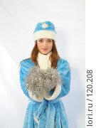 Купить «Снегурочка с новогодней мишурой», фото № 120208, снято 11 ноября 2007 г. (c) Евгений Батраков / Фотобанк Лори