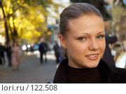 Купить «Осенний портрет девушки», фото № 122508, снято 27 октября 2006 г. (c) Сергей Старуш / Фотобанк Лори