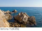 Купить «Испания, Ллорет де Мар, морской пейзаж со скалами», фото № 124092, снято 23 августа 2007 г. (c) Александр Соболев / Фотобанк Лори