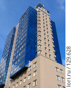 Купить «Синее современное здание», фото № 129628, снято 7 октября 2004 г. (c) Serg Zastavkin / Фотобанк Лори