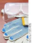 Купить «Средства индивидуальной защиты: перчатки трикотажные с напылением ПВХ и защитные очки», фото № 131476, снято 28 ноября 2007 г. (c) Александр Паррус / Фотобанк Лори