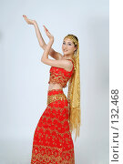 Купить «Девушка в индийском костюме», фото № 132468, снято 19 июля 2007 г. (c) A.Козырева / Фотобанк Лори
