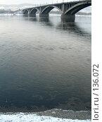 Енисейская вода у коммунального моста в Красноярске. Стоковое фото, фотограф Любовь Веселова / Фотобанк Лори