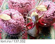 Купить «Новогодние украшения, мишура и разноцветные игрушки», фото № 137332, снято 4 декабря 2007 г. (c) Parmenov Pavel / Фотобанк Лори