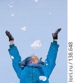 Купить «Девочка играет снегом», фото № 138648, снято 26 марта 2005 г. (c) Serg Zastavkin / Фотобанк Лори