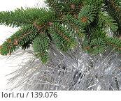 Купить «Ветка ёлки с серебристой мишурой», фото № 139076, снято 30 октября 2007 г. (c) Иван / Фотобанк Лори