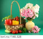 Купить «Натюрморт с овощами и букетом цветов», фото № 140328, снято 26 июля 2007 г. (c) Елена Блохина / Фотобанк Лори