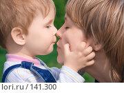 Купить «Мама и ребенок», фото № 141300, снято 12 мая 2007 г. (c) Анатолий Типляшин / Фотобанк Лори