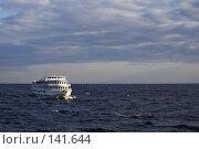 Купить «Корабль на волнах», фото № 141644, снято 7 июля 2007 г. (c) Михаил Мозжухин / Фотобанк Лори
