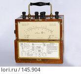 Старинный электроизмерительный прибор (2007 год). Редакционное фото, фотограф Герман Филатов / Фотобанк Лори