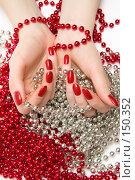 Купить «Женские руки с бусами», фото № 150352, снято 6 декабря 2007 г. (c) chaoss / Фотобанк Лори