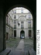Купить «Арочный вход во внутренний дворик в одном из парижских старых домов», фото № 152784, снято 22 февраля 2006 г. (c) Harry / Фотобанк Лори