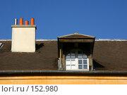 Купить «Французская крыша со слуховым окном, и дымовой трубою на фоне яркого синего неба», фото № 152980, снято 1 марта 2006 г. (c) Harry / Фотобанк Лори