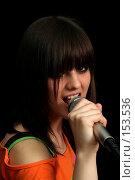 Купить «Девушка с микрофоном в руках на черном фоне», фото № 153536, снято 4 мая 2007 г. (c) Александр Паррус / Фотобанк Лори
