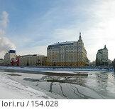 Вид на Раушскую набережную и гостиницу «Балчуг» в Москве. Редакционное фото, фотограф Давид Мзареулян / Фотобанк Лори