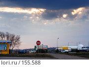 Купить «Автозаправочная станция в лучах закатного летнего солнца», фото № 155588, снято 1 апреля 2006 г. (c) Андрей Бурдюков / Фотобанк Лори