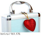 Купить «Стильный подарочный кейс с пурпурным сердечком», фото № 161176, снято 25 июня 2007 г. (c) Александр Паррус / Фотобанк Лори