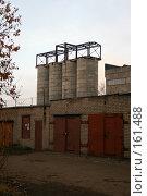 Купить «Гаражи и заводские сооружения», фото № 161488, снято 27 октября 2007 г. (c) АЛЕКСАНДР МИХЕИЧЕВ / Фотобанк Лори