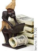Купить «Электронная коммерция. Фигурка человека за компьютером делающего деньги.», фото № 161720, снято 26 декабря 2007 г. (c) Олег Селезнев / Фотобанк Лори