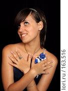 Купить «Мечтательная девушка, на черном фоне», фото № 163516, снято 26 июля 2007 г. (c) Александр Паррус / Фотобанк Лори