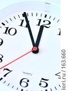 Купить «Настенные часы», фото № 163660, снято 18 сентября 2018 г. (c) Роман Сигаев / Фотобанк Лори
