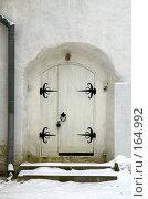 Купить «Дверь в стене», фото № 164992, снято 21 февраля 2019 г. (c) Елена Прокопова / Фотобанк Лори