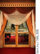 Купить «Стеклянная дверь», фото № 166308, снято 29 сентября 2007 г. (c) Морозова Татьяна / Фотобанк Лори