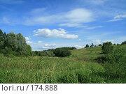 Купить «Деревенский пейзаж», фото № 174888, снято 24 июня 2007 г. (c) Дмитрий Алимпиев / Фотобанк Лори