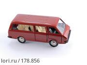Купить «Коллекционная масштабная модель легкового автомобиля РАФ - микроавтобус», фото № 178856, снято 17 января 2008 г. (c) Денис Дряшкин / Фотобанк Лори