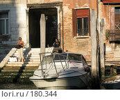 Прогнившие сваи венецианского дома (2007 год). Редакционное фото, фотограф Георгий Ильин / Фотобанк Лори