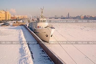 Купить «Нева. Зима», эксклюзивное фото № 180584, снято 8 февраля 2007 г. (c) Александр Алексеев / Фотобанк Лори