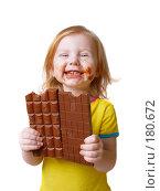 Купить «Сладкоежка. Девочка с шоколадом на белом фоне.», фото № 180672, снято 29 декабря 2007 г. (c) Майя Крученкова / Фотобанк Лори