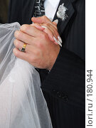 Купить «Свадьба-руки молодожёнов», фото № 180944, снято 2 июля 2020 г. (c) Федор Королевский / Фотобанк Лори