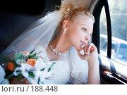 Купить «Счастливая невеста в автомобиле», фото № 188448, снято 7 июля 2007 г. (c) Владимир Сурков / Фотобанк Лори
