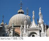 Купить «Архитектура Венеции, вид снизу: скульптуры на крыше дворца», фото № 189176, снято 23 сентября 2007 г. (c) Георгий Ильин / Фотобанк Лори