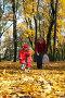 Семья в осеннем парке, фото № 189708, снято 27 октября 2007 г. (c) Юрий Брыкайло / Фотобанк Лори