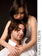 Купить «Молодая пара», фото № 192376, снято 17 ноября 2007 г. (c) Валентин Мосичев / Фотобанк Лори