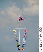 Флаги на фоне неба. Стоковое фото, фотограф Надежда Климовских / Фотобанк Лори