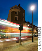 Купить «Призрак красного лондонского автобуса на ночной улице», фото № 198652, снято 5 июня 2007 г. (c) Скворцов Андрей / Фотобанк Лори