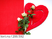 Купить «Красное сердце и букет белых роз на бело-красном фоне», фото № 200592, снято 5 февраля 2008 г. (c) Алёна Фомина / Фотобанк Лори