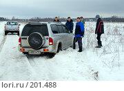 Купить «Засевший в снегу автомобиль», фото № 201488, снято 9 февраля 2008 г. (c) Сергей Лаврентьев / Фотобанк Лори