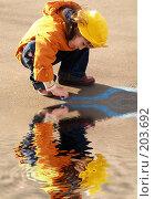 Купить «Девочка рисует», фото № 203692, снято 10 мая 2005 г. (c) Бабенко Денис Юрьевич / Фотобанк Лори