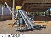 Купить «Аппарат для зернопогрузки с одновременной протравкой зерна на току», фото № 205544, снято 7 сентября 2004 г. (c) Иван Сазыкин / Фотобанк Лори