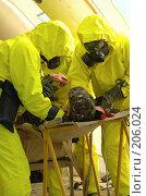Купить «Работа врачей медицины катастроф», фото № 206024, снято 10 октября 2005 г. (c) Сергей Попсуевич / Фотобанк Лори